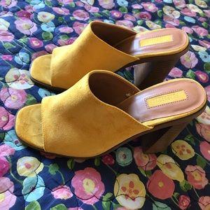 Shoes - Yellow sandals/heels